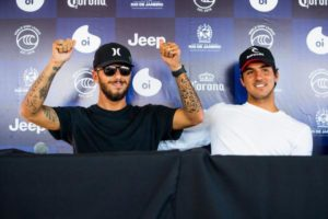 Filipe Toledo e Gabriel Medina (Poullenot / WSL via Getty Images)